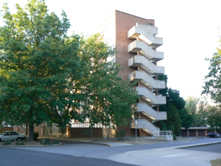 Currong Apartments in January 2007, as seen from Currong St