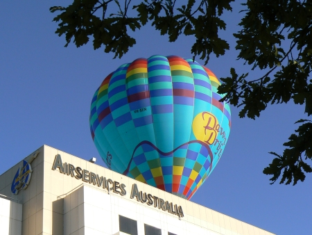 Dawn Drifters balloon in precarious position near Airservices Australia building, Canberra, January 28 2007