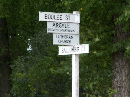 Sign on the corner of Ballumbir and Boolee streets