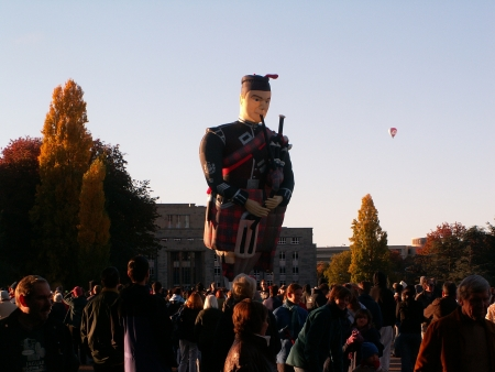 The bagpipe player balloon at the 2006 Canberra Balloon Fiesta